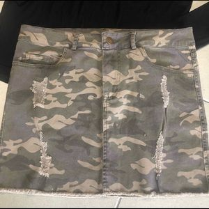 🚨Camouflage SKIRT WET SEAL distressed skirt + top